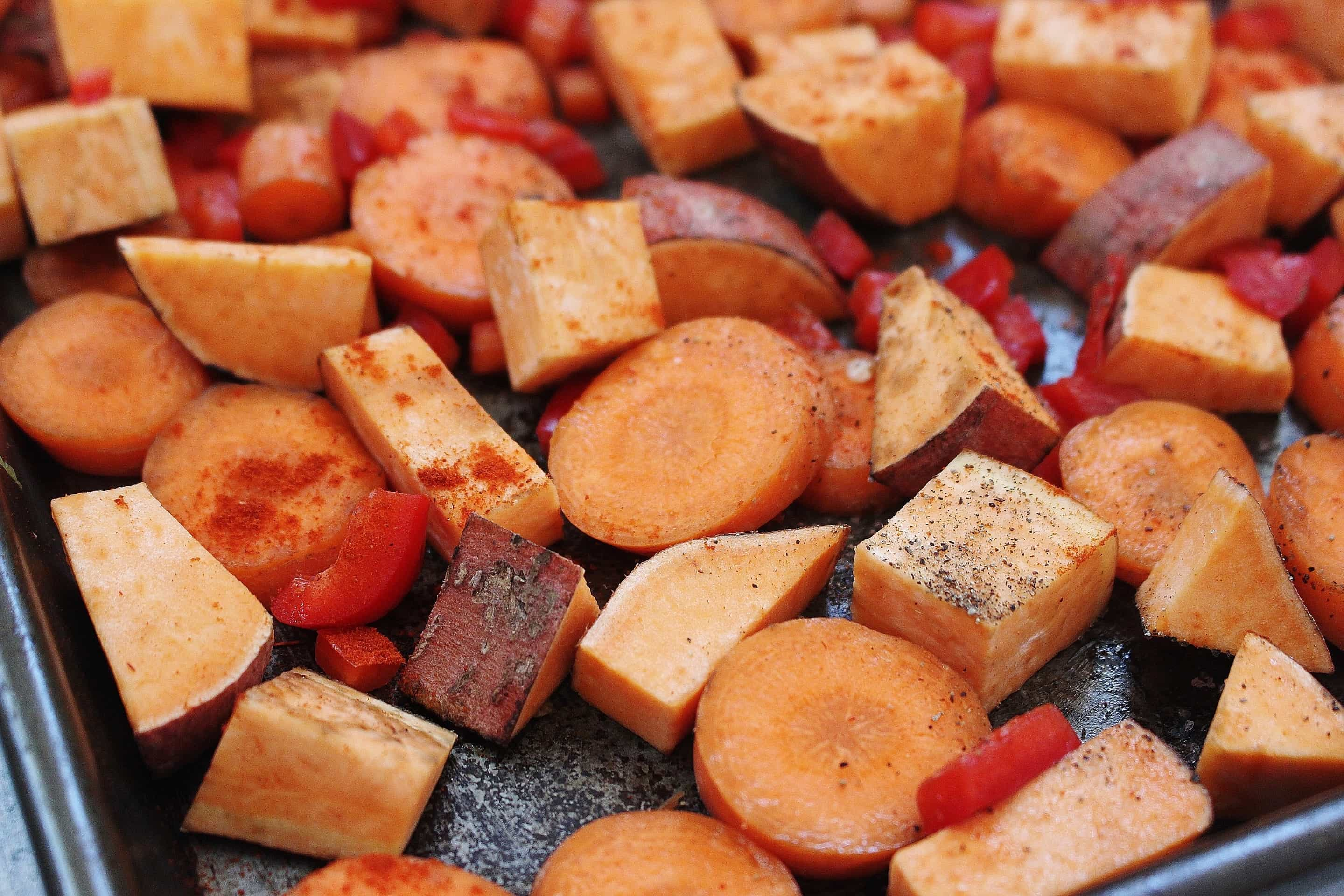 Smoked Paprika Roasted Carrots and Sweet Potatoes | Crafty Coin