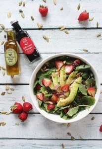 Baby Kale & Spinach Strawberry Salad | Crafty Coin
